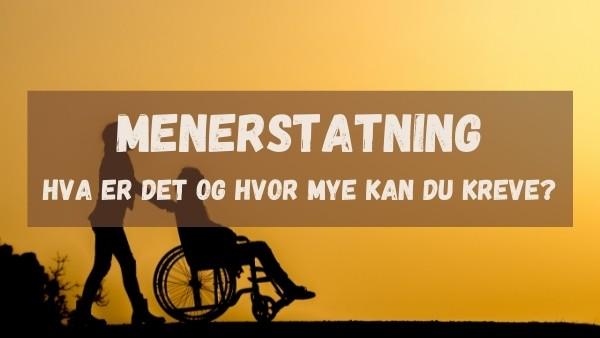 En mann trilles i en rullestol mens han under på hvor mye han kan kreve i menerstatning