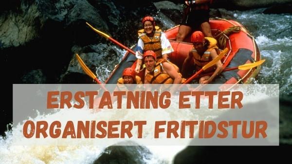 En gruppe mennesker rafter ned en elv som er kjøpt som en organisert fritidstur