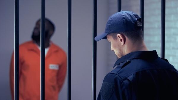 Vold og trusler mot fengselsbetjenter