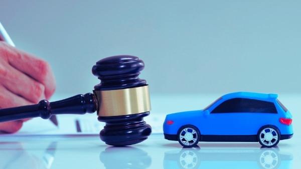 En dommerhammer som nettopp har blitt brukt i en rettsak som omhandlet bilforsikring