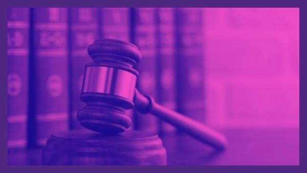 En dommerhammer som nettopp har blitt brukt i en rettsak som omhandlet skadeserstatningsloven 2-3