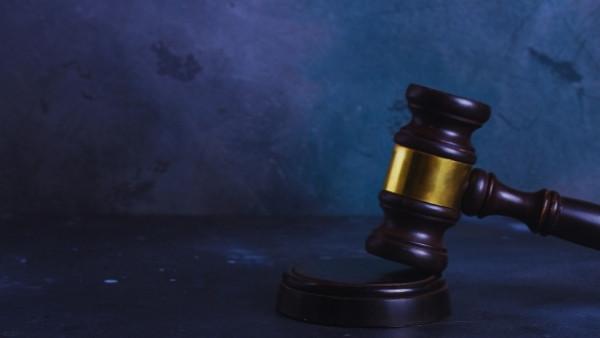 En dommerhammer som nettopp har blitt brukt i en rettsak som omhandlet skadeserstatningsloven 3-2a