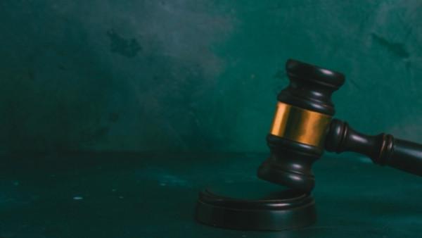En dommerhammer som nettopp har blitt brukt i en rettsak som omhandlet skadeserstatningsloven 5-1