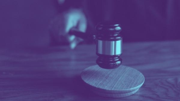En dommerhammer som nettopp har blitt brukt i en rettsak som omhandlet yrkesskadeforsikringsloven 13