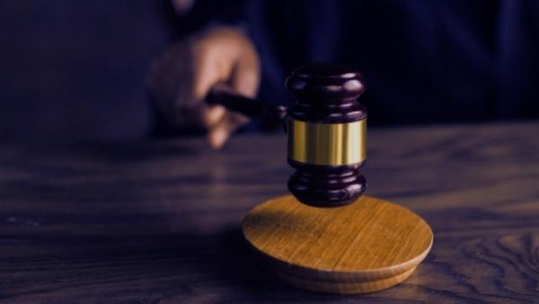 En dommerhammer som nettopp har blitt brukt i en rettsak som omhandlet skadeserstatningsloven 5-3